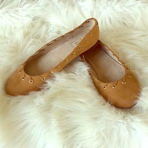 GAP   NWOT Chic Tan Flats